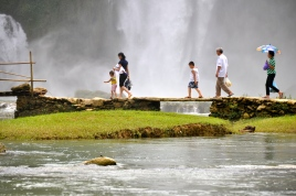 Tourists on the Ban Gioc (Vietnamese) side of the waterfall