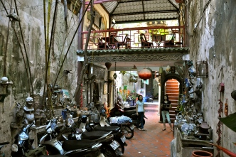 Courtyard of the hidden coffee shop located behind a silk shop