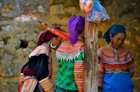 Flower Hmong women at Can Cau Market