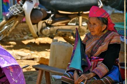 Flower Hmong woman at Can Cau Market
