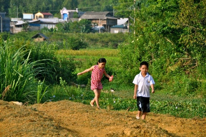 Playing in the fields in Bac Ha