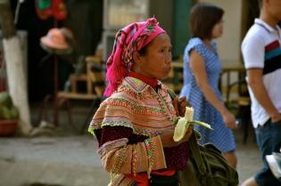 Flower Hmong woman heading towards Bac Ha market