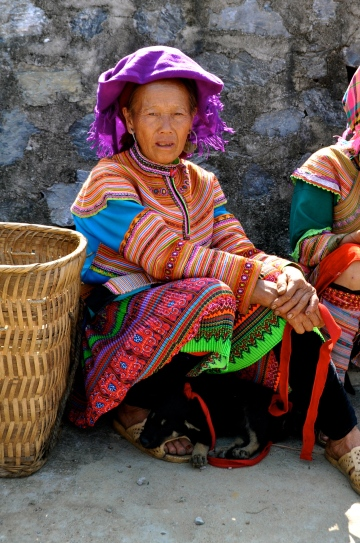 Flower Hmong woman and her puppy at Bac Ha Sunday market
