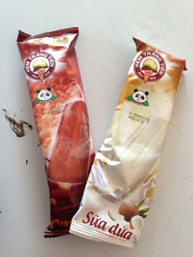 Kem Trang Tiem ice cream cocoa and coconut