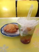 Che Thap Cam Loc Tai: fruit jellies, condensed milked, and shaved ice Fried Sesame Pastry