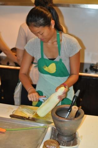 Ting making papaya salad