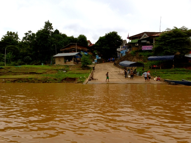 Crossing the Thai-Laos border